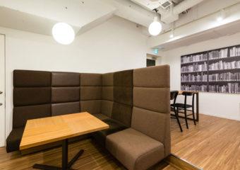 <b>4名用オープンスペース</b><br>(オフィス会員2時間無料/1日・ラウンジ会員1000円/1時間)